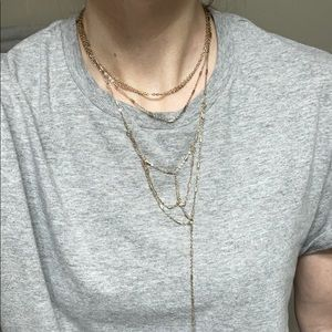 Very layered gold necklace
